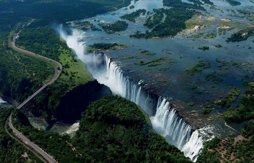 Величественный водопад Виктория