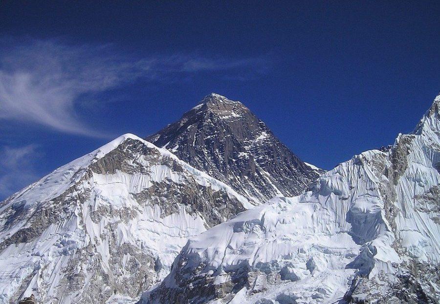 Джомолунгма или Эверест в Непале