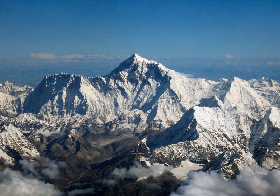 Высокая гора Лхоцзе в Непале