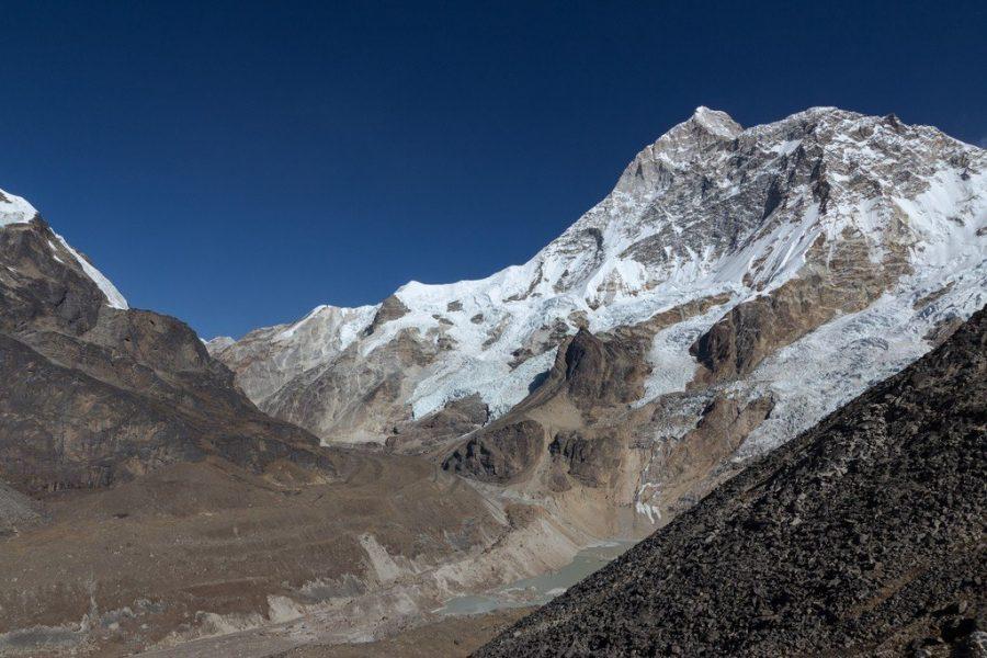 Высокая гора Макалу в Непале
