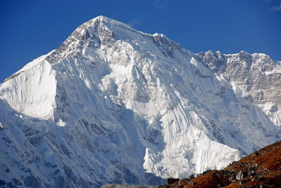 Высокая гора Чо-Ойю в Непале