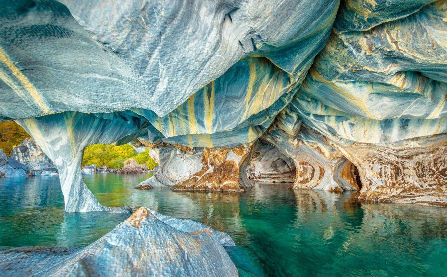 Патагонские пещеры из фальшивого мрамора в Чили