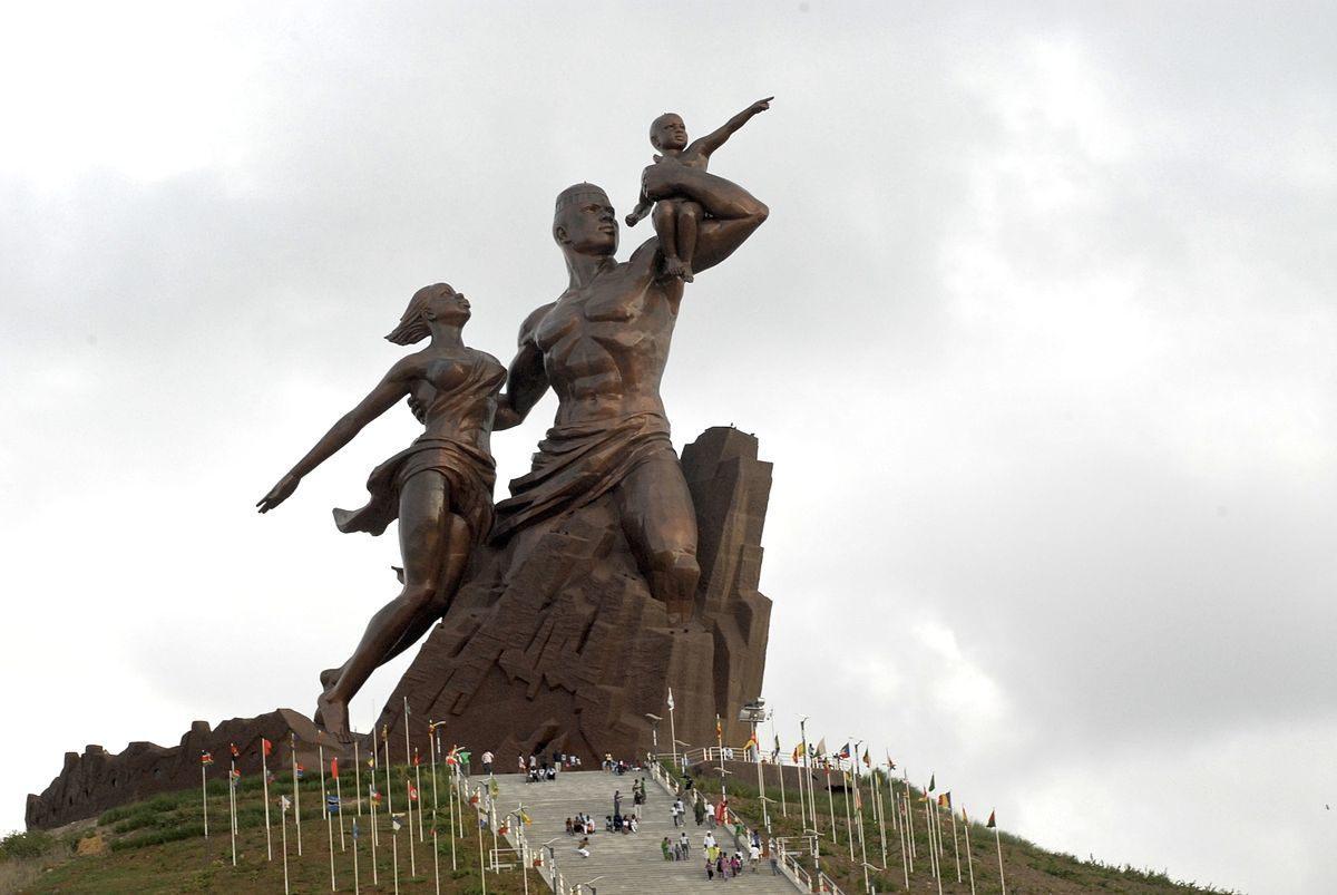 Статуя африканского Возрождения