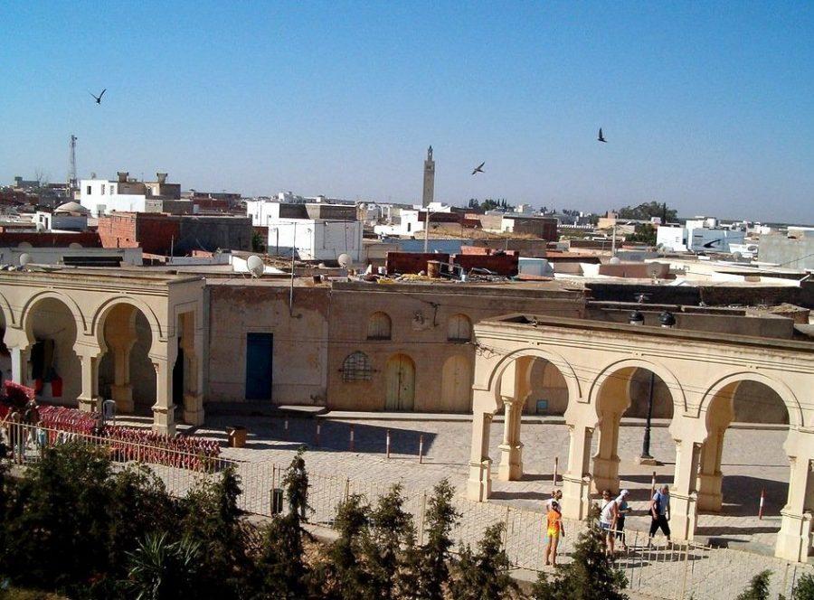 Жаркий город Кебили в Тунисе