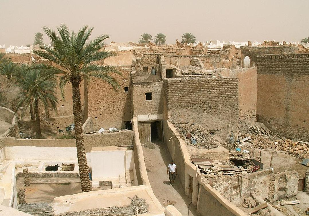 Жаркий город Гадамес в Ливии