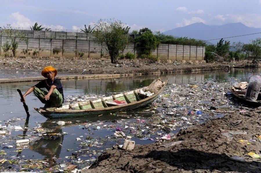 Грязная река Читарум, Индонезия