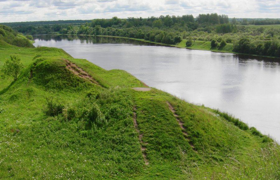 Река с непостоянным течением Волхов, Россия