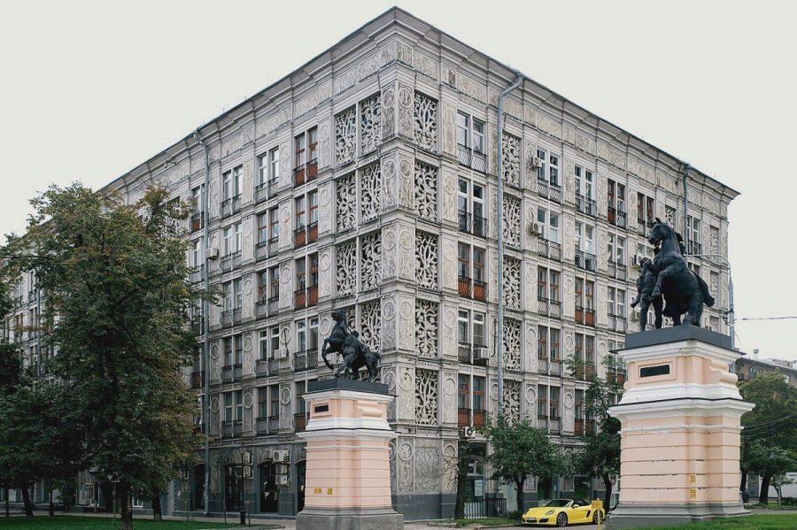 Необычный ажурный дом в Москве