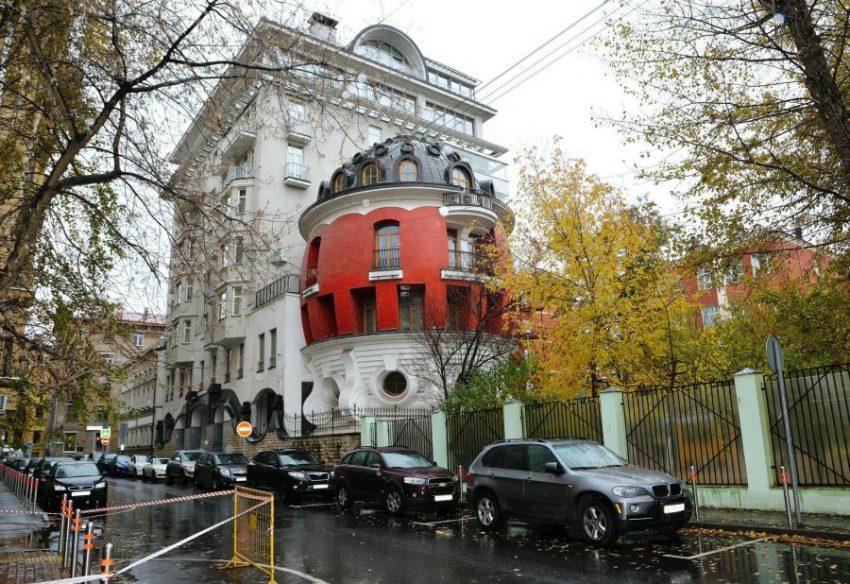 Необычный дом-яйцо в Москве