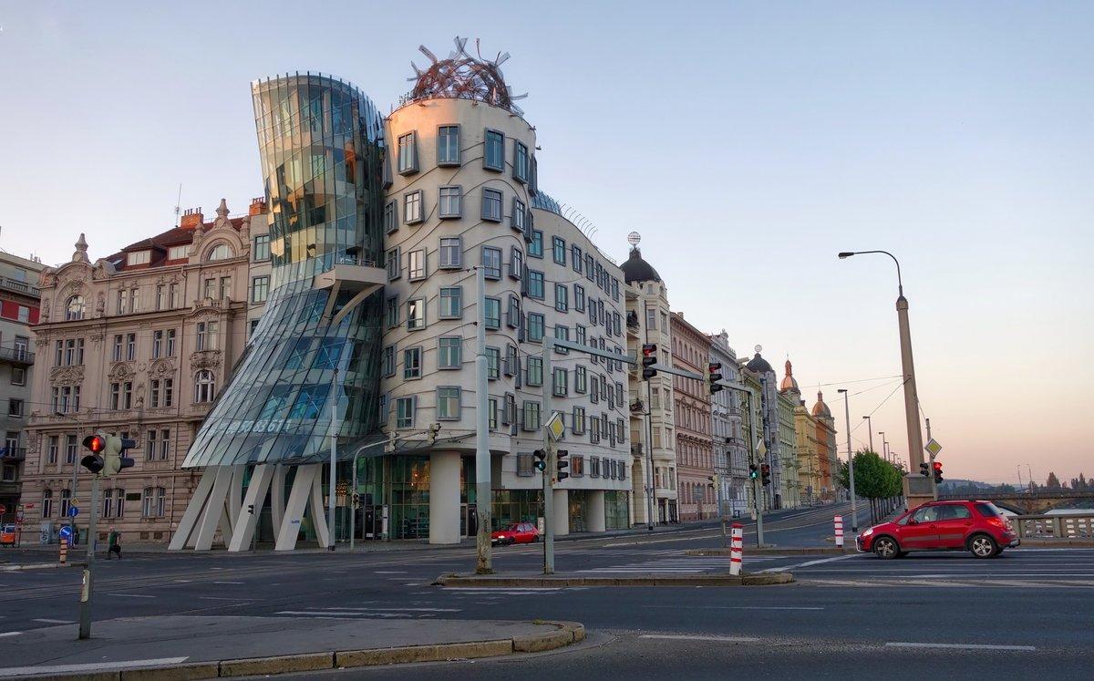 Эксклюзивный танцующий дом в Праге