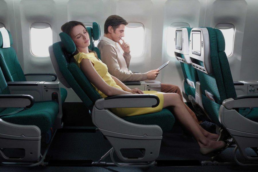 Опустить спинку кресла в самолете