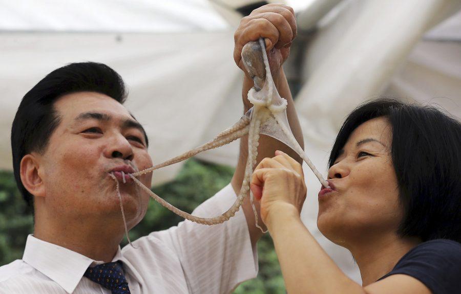 Осьминог уличная еда в Японии