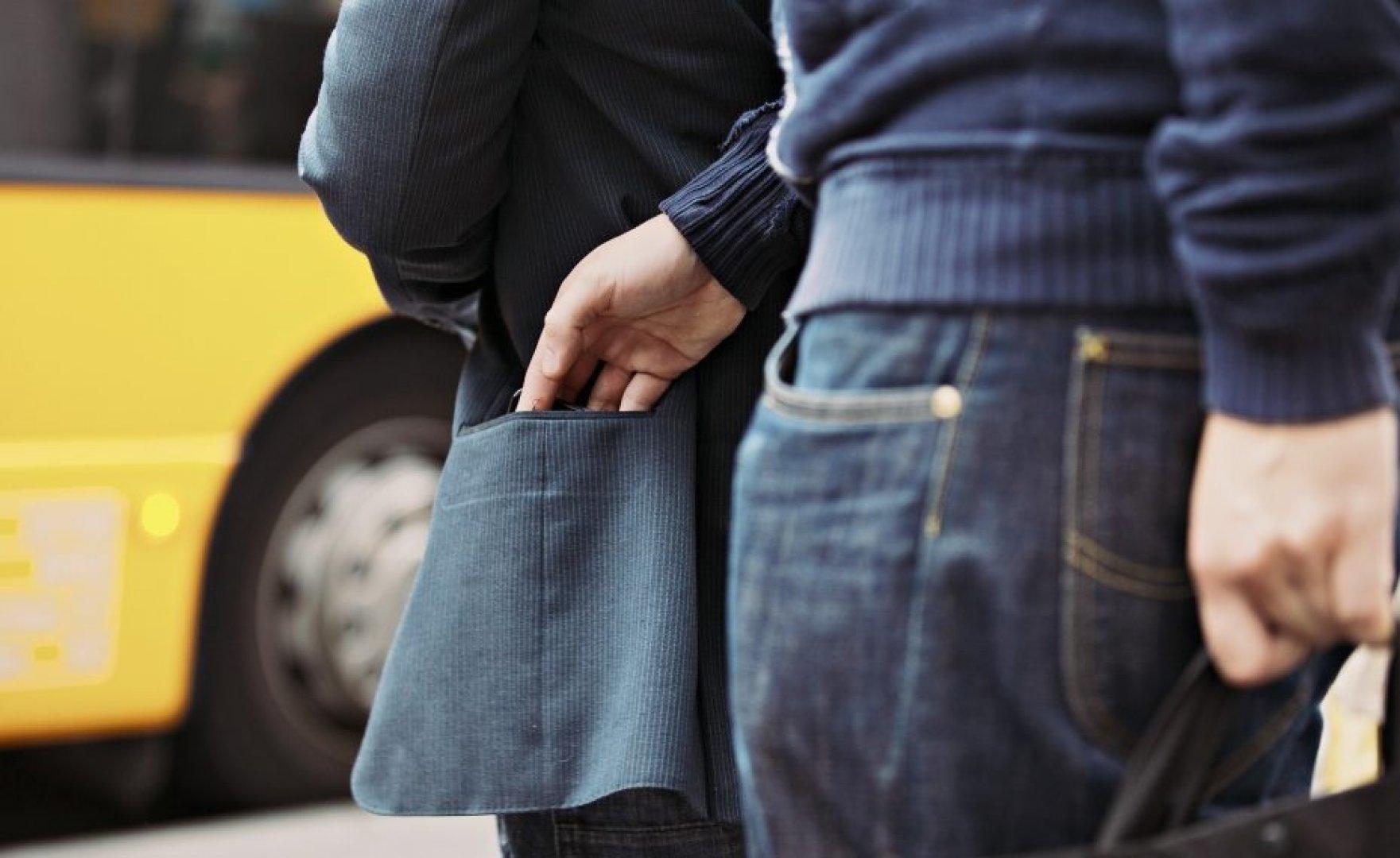 Воры и карманники в общественных местах