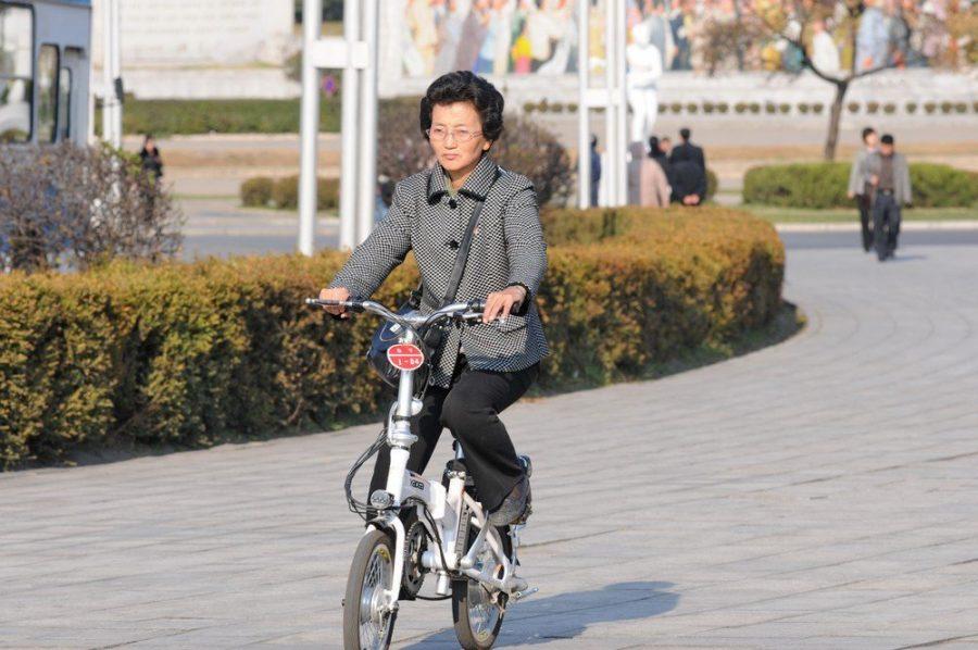 В Северной Корее женщинам нельзя ездить на велосипеде