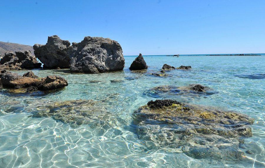 Критское море с чистой водой