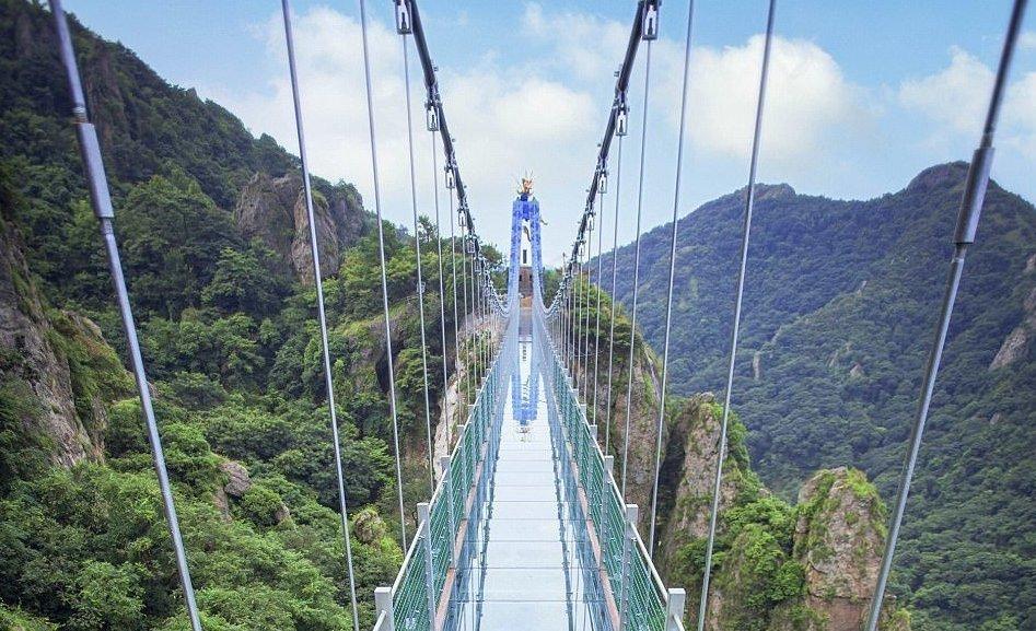 Стеклянный мост над долиной Пиньянь (Китай)