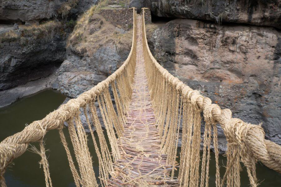 Мост из веревок Кесвачака (Перу)