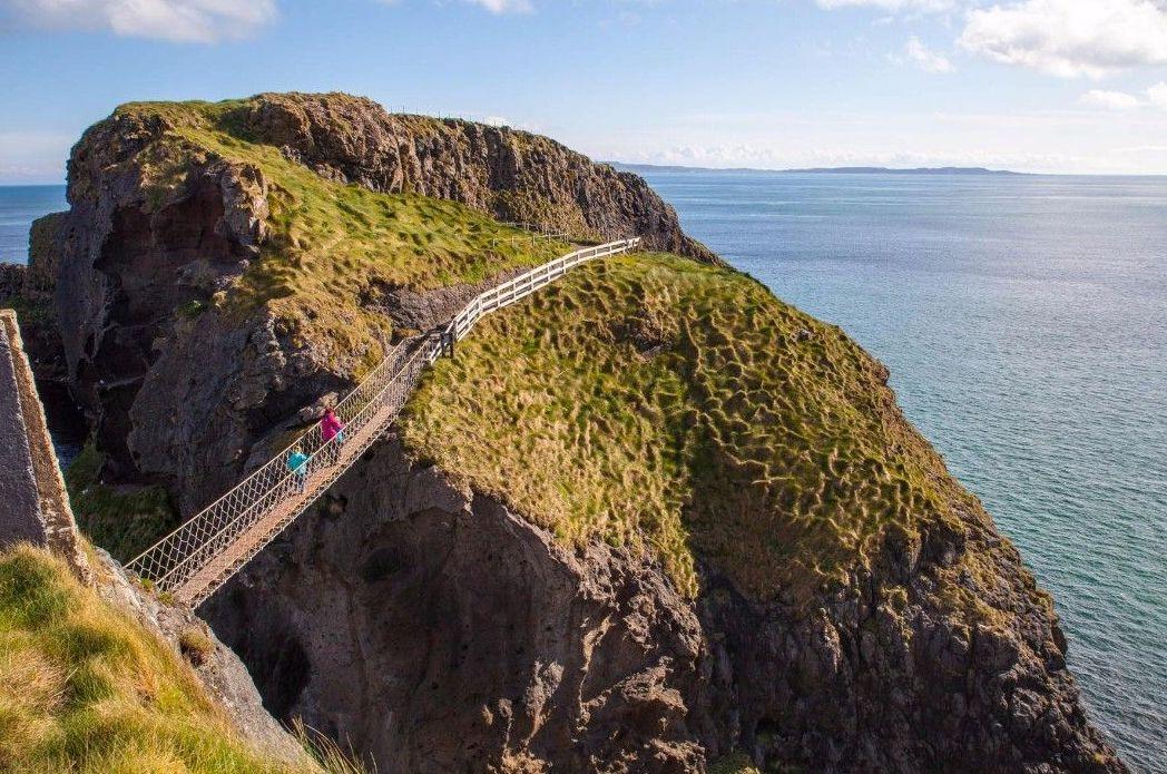 Мост к острову Каррик-а-Рид (Северная Ирландия)