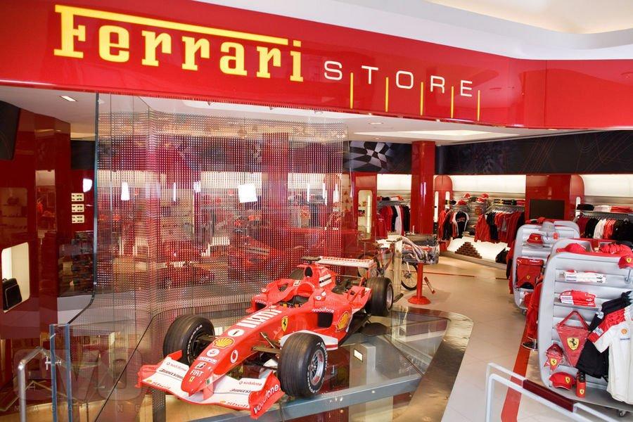 Магазин Феррари в Италии