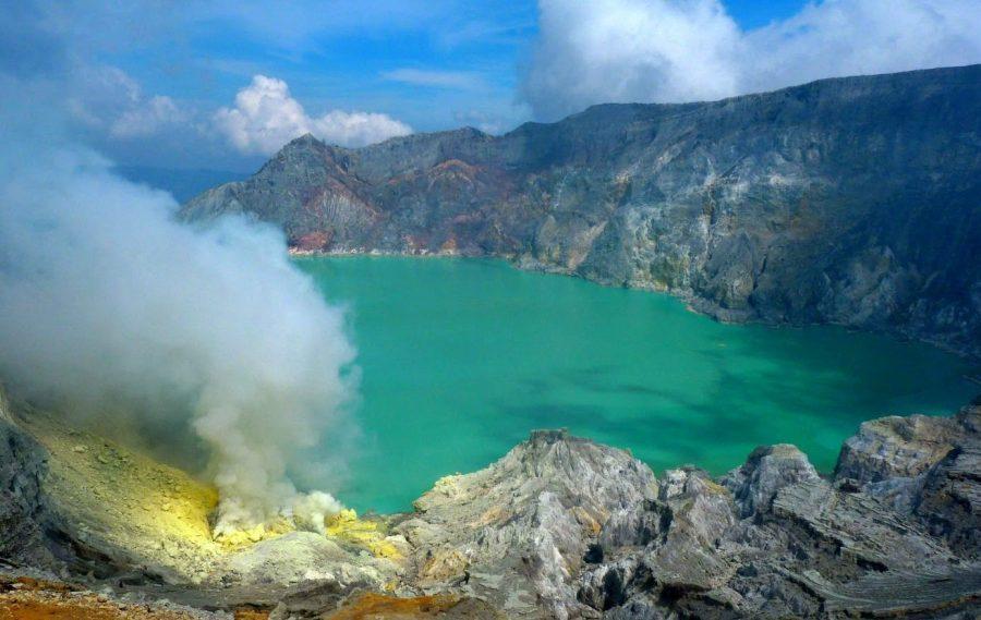 Озеро Кавах Иджен в Индонезии