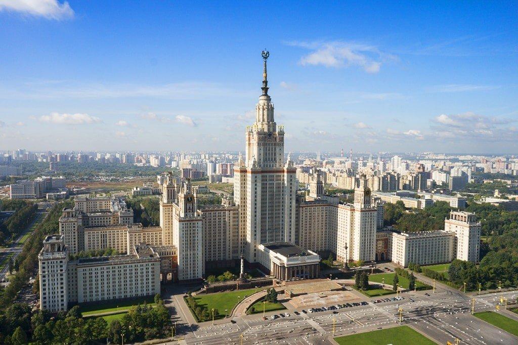 Здание МГУ в Москве высотка