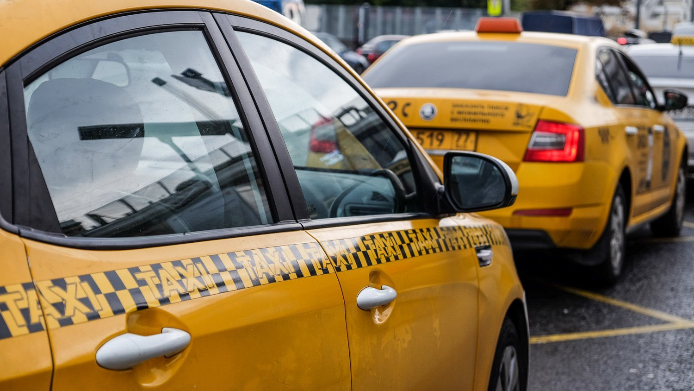 Передвигаться на такси в путешествии