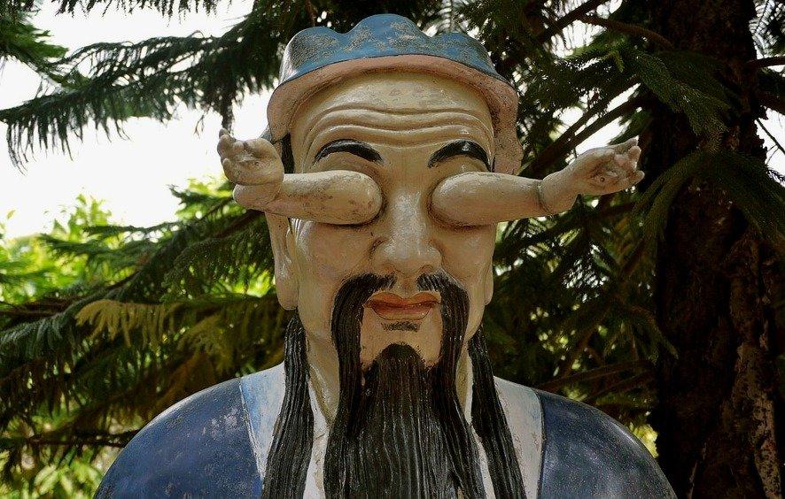 Статуя в монастыре Десяти тысяч Будд, Гонконг