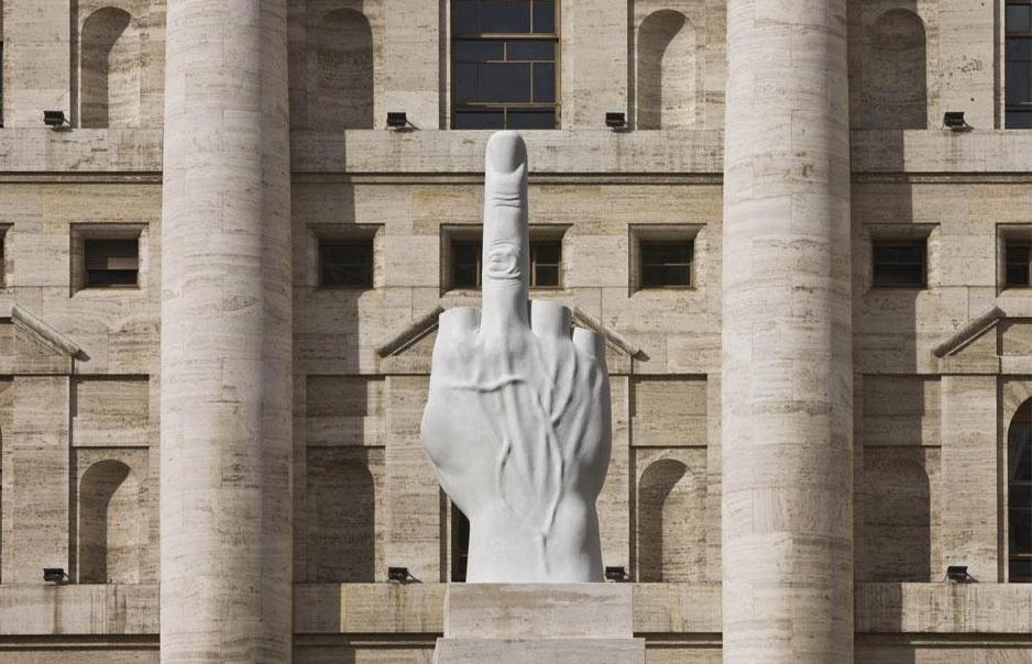 Мраморный средний палец, Милан