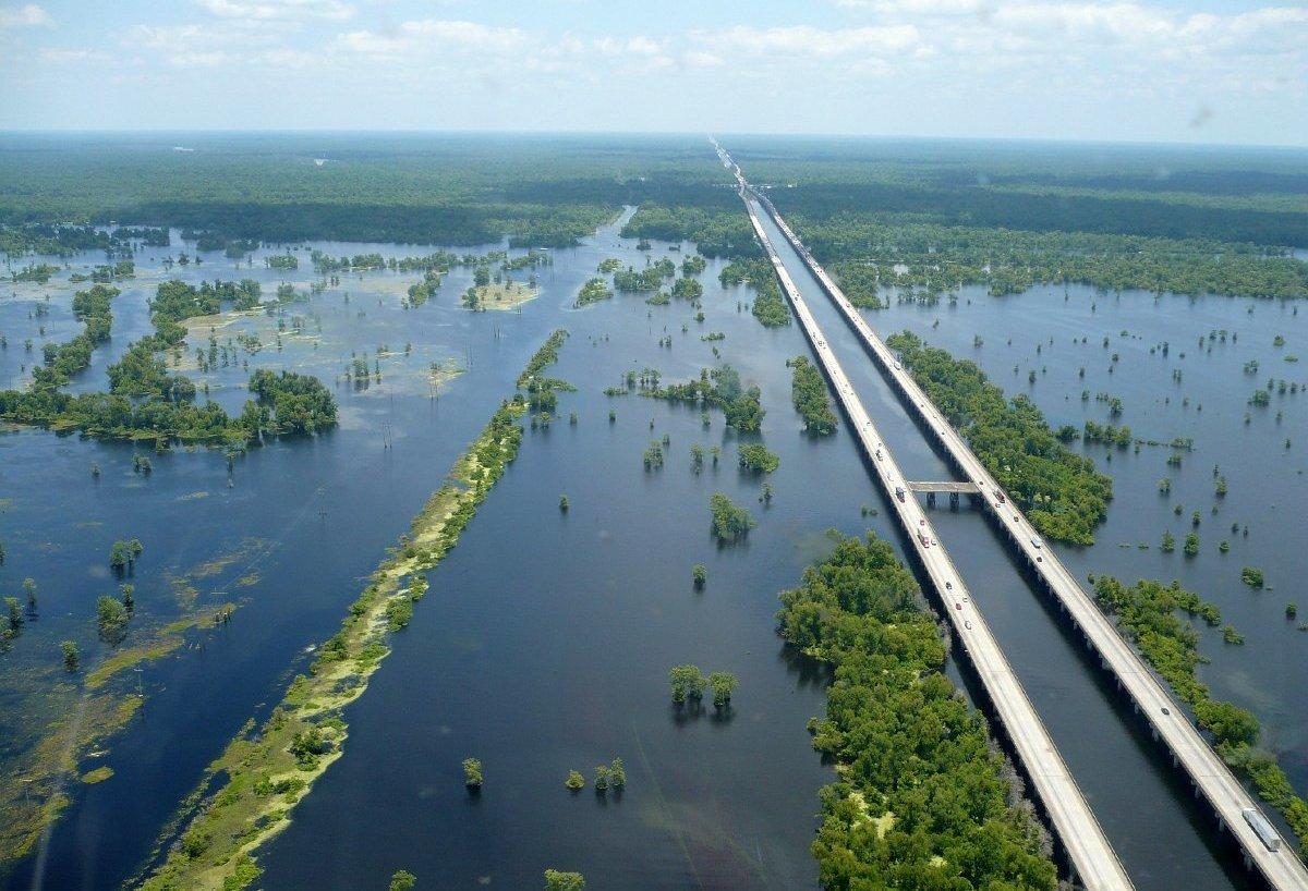 Длинный мост Manchac Swamp