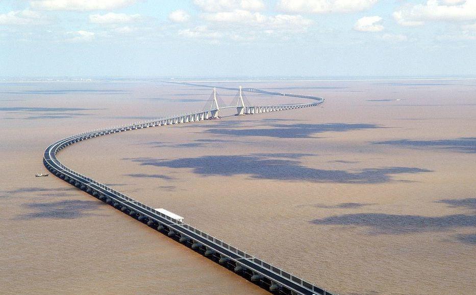Мост Donghai соединяет Шанхай с портом Яншань