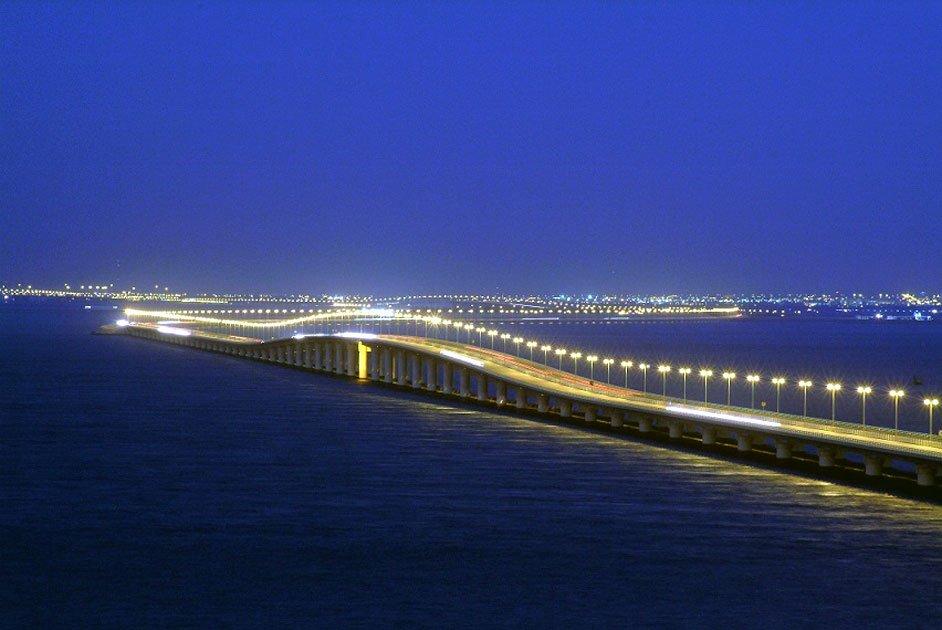 Длинный мост King Fahd Causeway