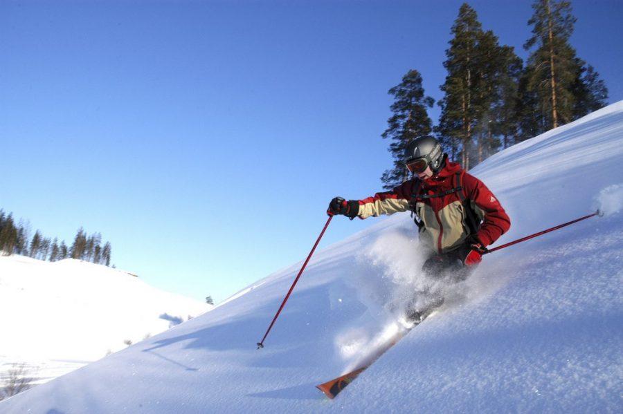 Финляндия спуск с горы на лыжах