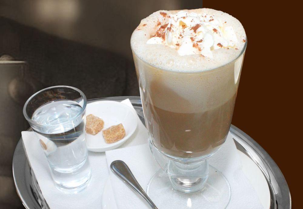 Слоеный кофе по-венски в Австрии