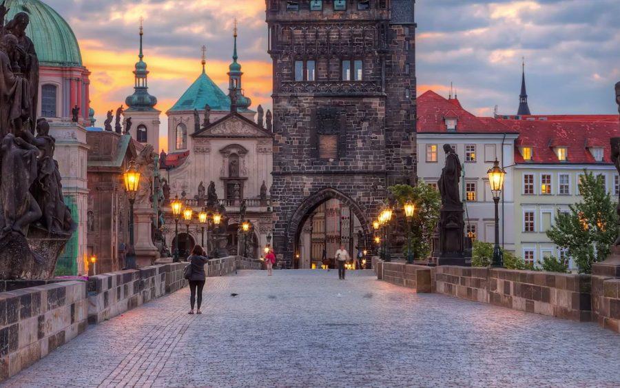 Поехать в Чехию без знания английского