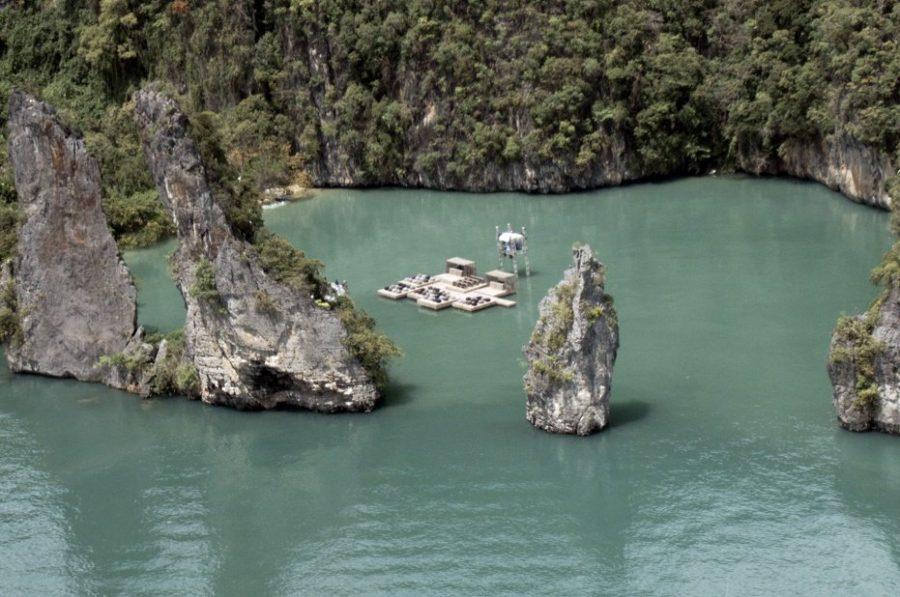 Плавучий кинозал в Таиланде