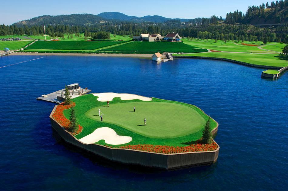 Поле для гольфа на воде в США