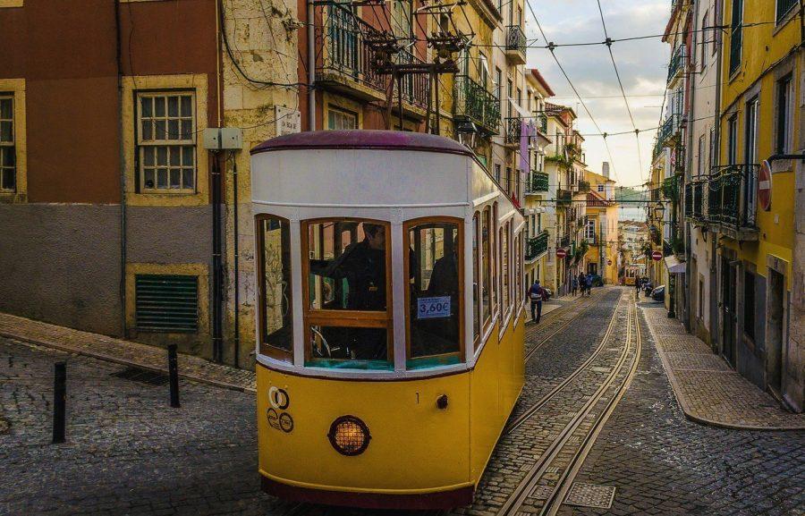 Желтые трамваи в Лиссабоне