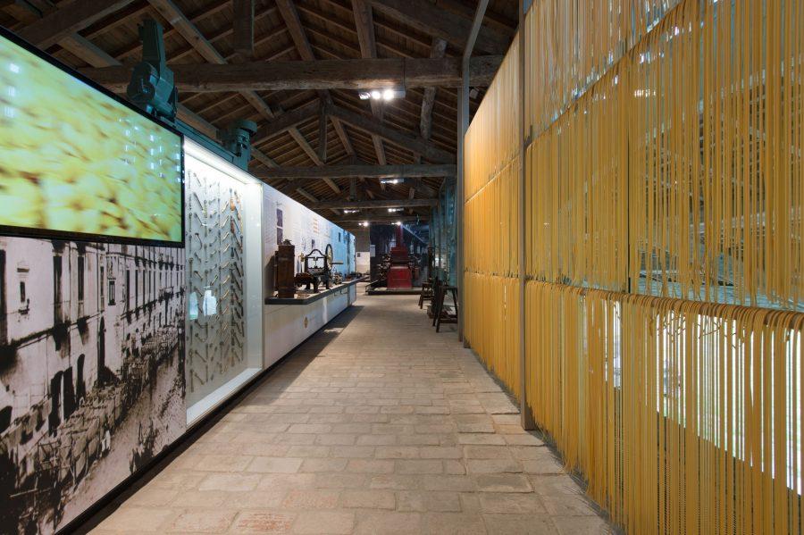 Музей макарон в Италии на площади Треви