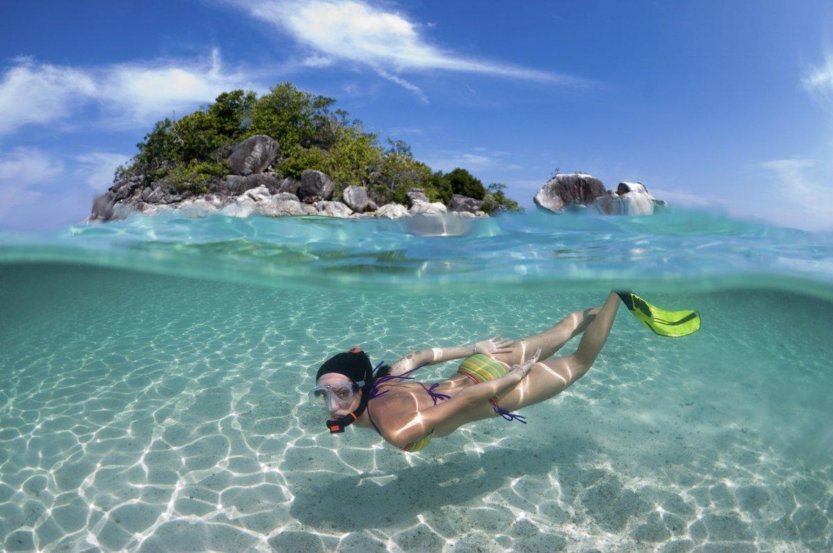 Плавание в море в Тайланде