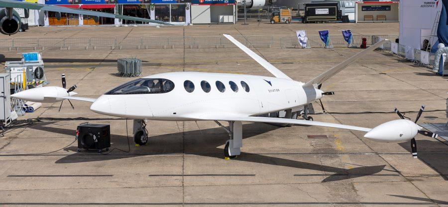 Первый в мире электрический самолет