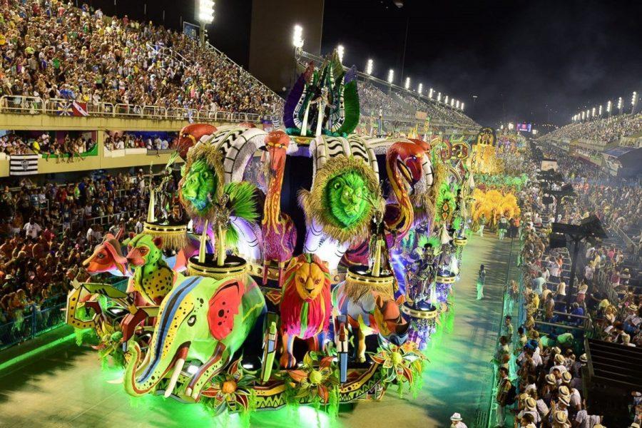 Яркий карнавал в Бразилии