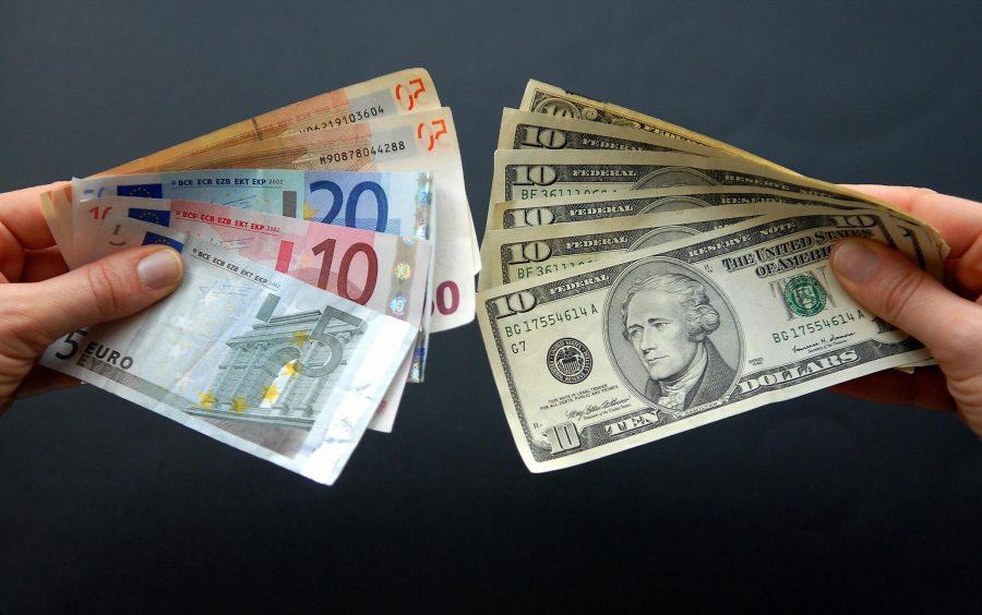 Обменять доллары на евро