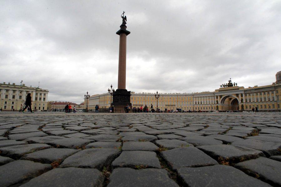 Брусчатка с дворцовой площади в Петербурге
