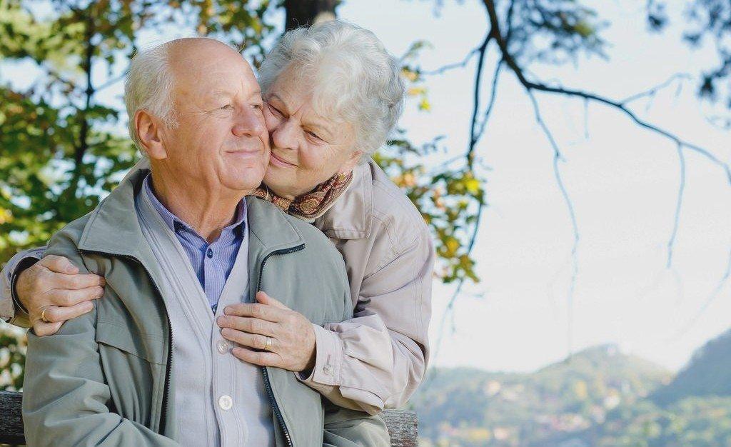Пенсионеры на отдыхе в России
