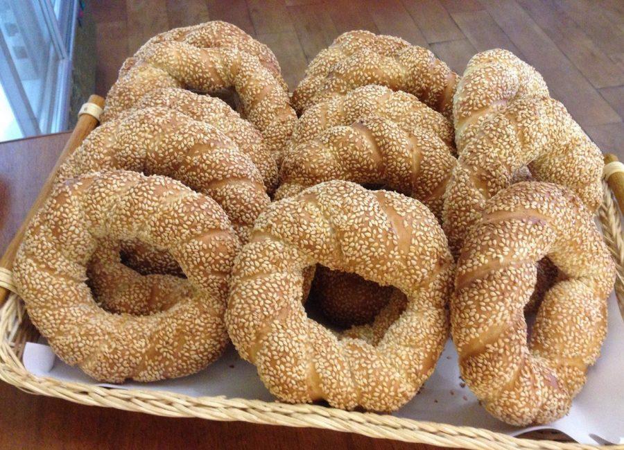 Традиционный хлеб симит в Турции