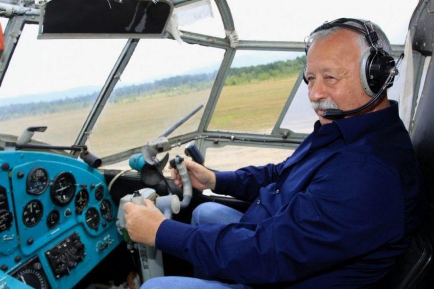 Леонид Якубович в самолете