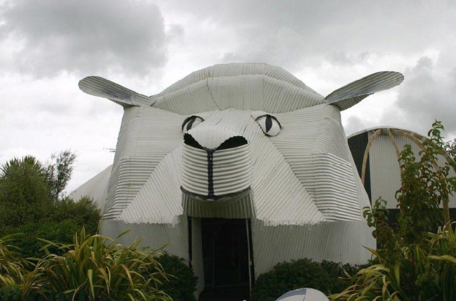 Магазин шерсти в виде овцы в Новой Зеландии