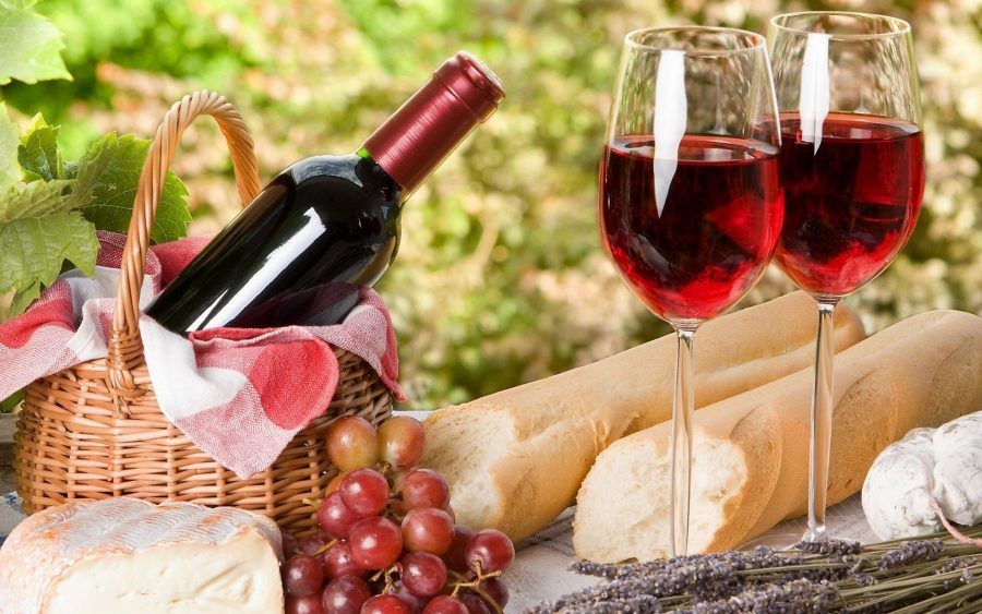 Пить вино во Франции в любое время