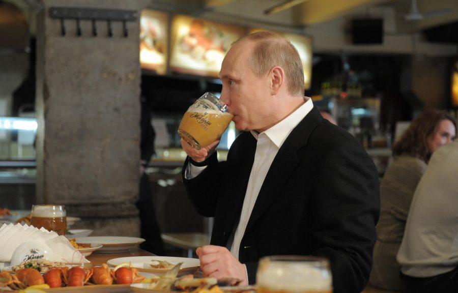 Владимир Путин в ресторане
