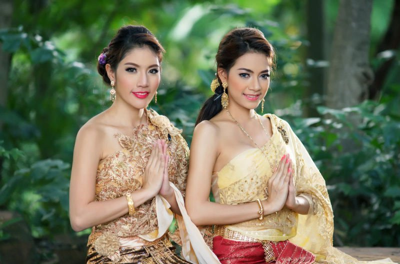 Поприветствовать по-тайски